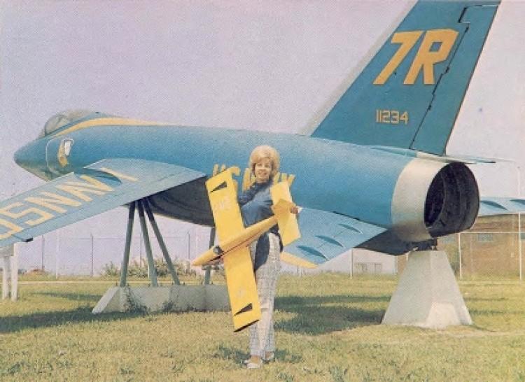 Graduate model airplane plan