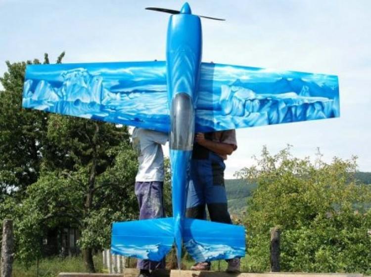 Extra 300S model airplane plan
