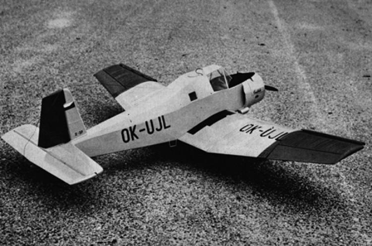 Zlin Z-37 Cmelak model airplane plan