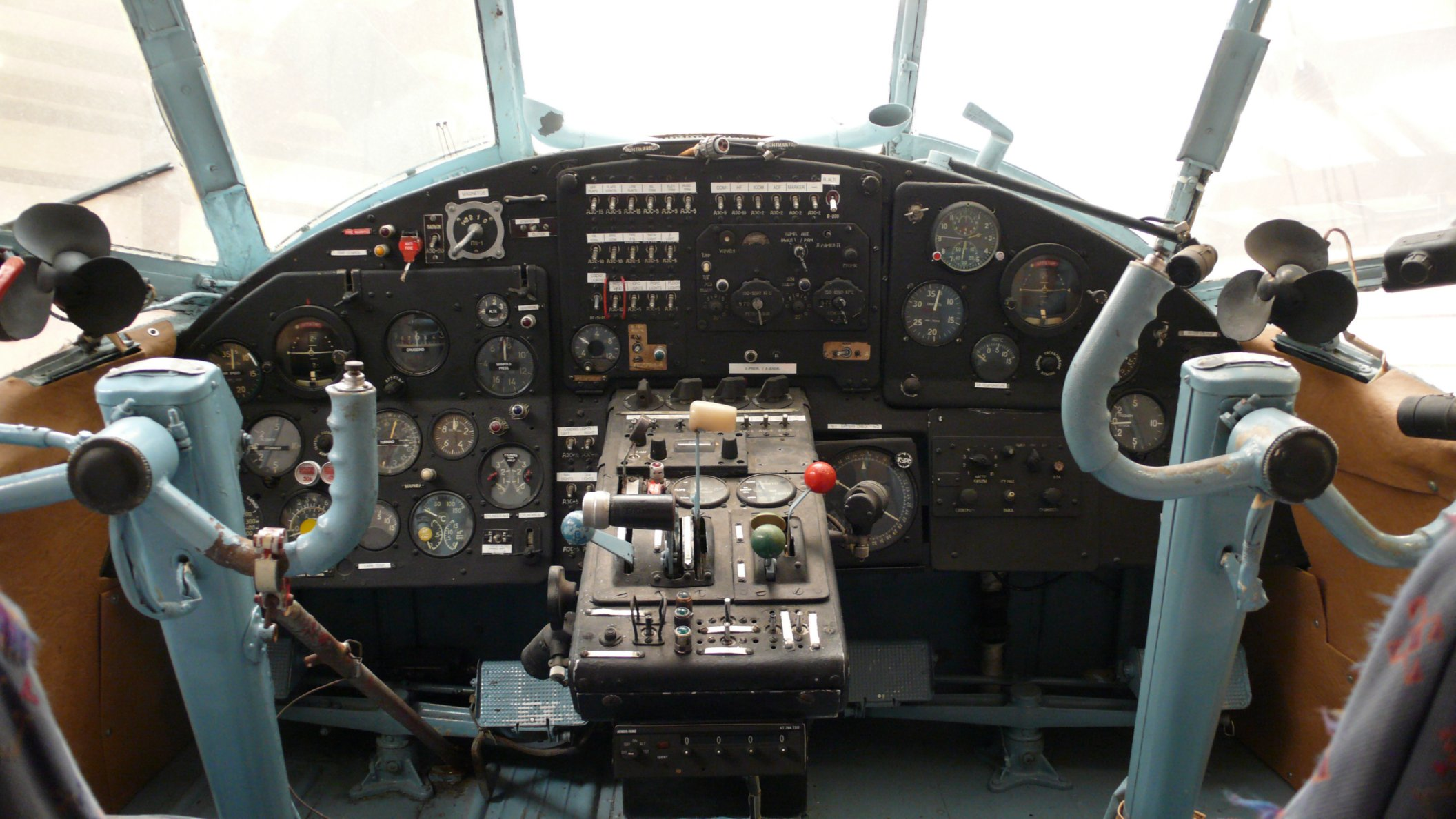 data/extra_images/2016/Antonov-2_cockpit_reduced.jpg