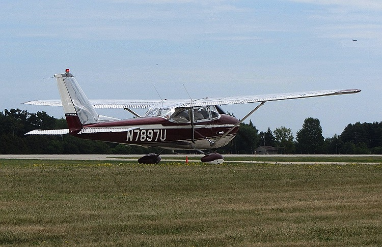 data/extra_images/2016/Cessna172F_-_1964.jpg