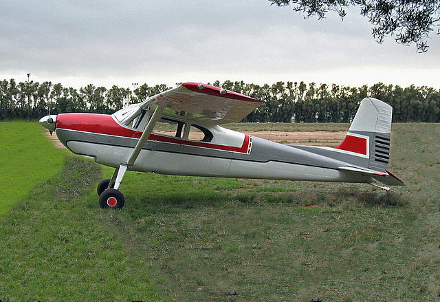 data/extra_images/2016/Cessna_180_01.jpg