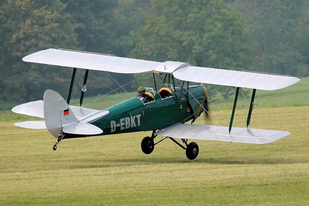 data/extra_images/2016/DH_82_A_Tiger_Moth_D-EBKT.jpg