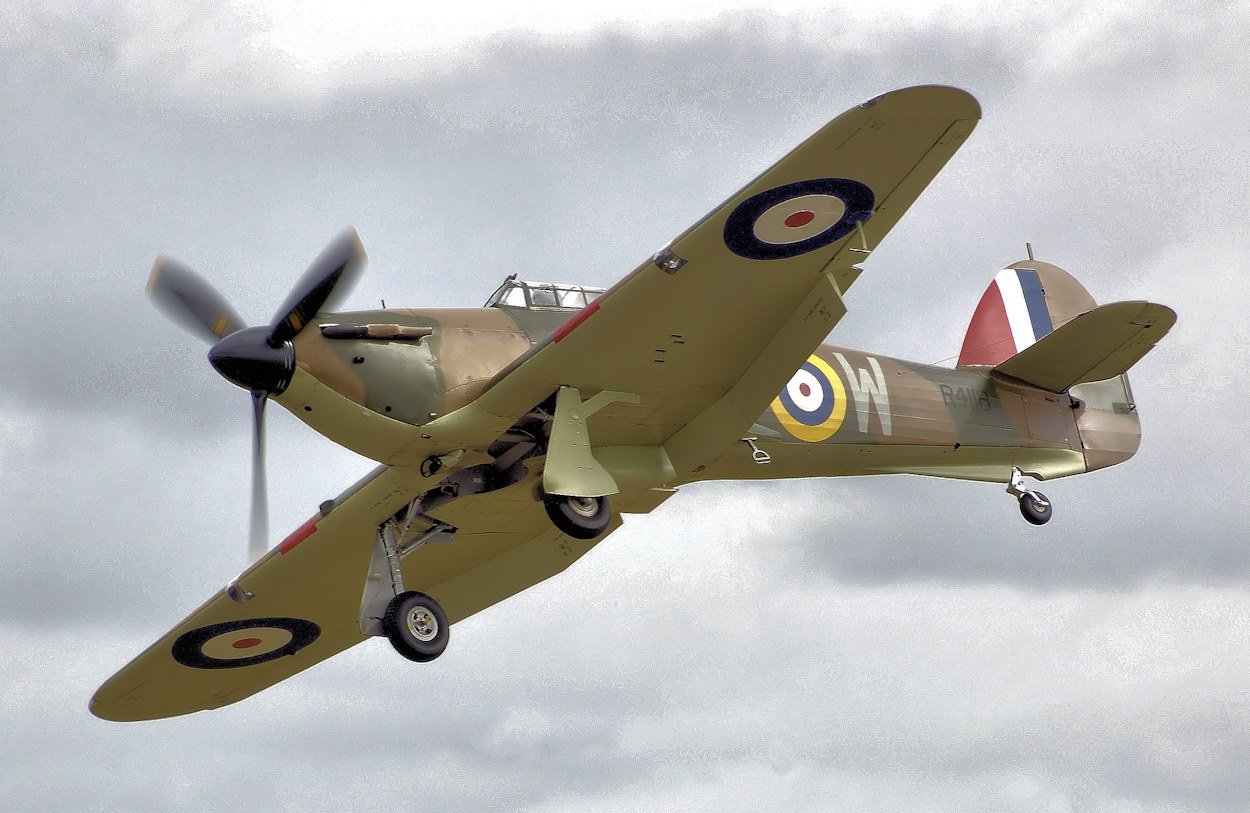 data/extra_images/2016/Hurricane_mk1_r4118_fairford_arp.jpg