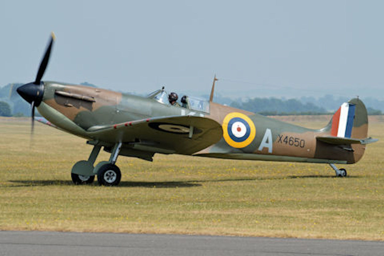 data/extra_images/2016/Supermarine_Spitfire_Ia_X4560_KL-A_(G-CGUK)_(9293972447).jpg