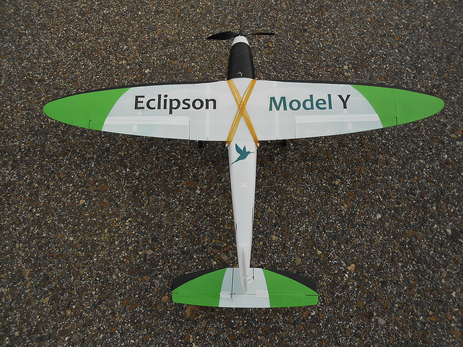 data/extra_images/2018/08/ECLIPSON_MODEL_Y_3.jpg